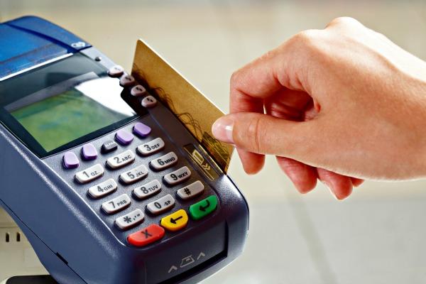 Projeto proíbe cobrança de juros abusivos por cartões de crédito