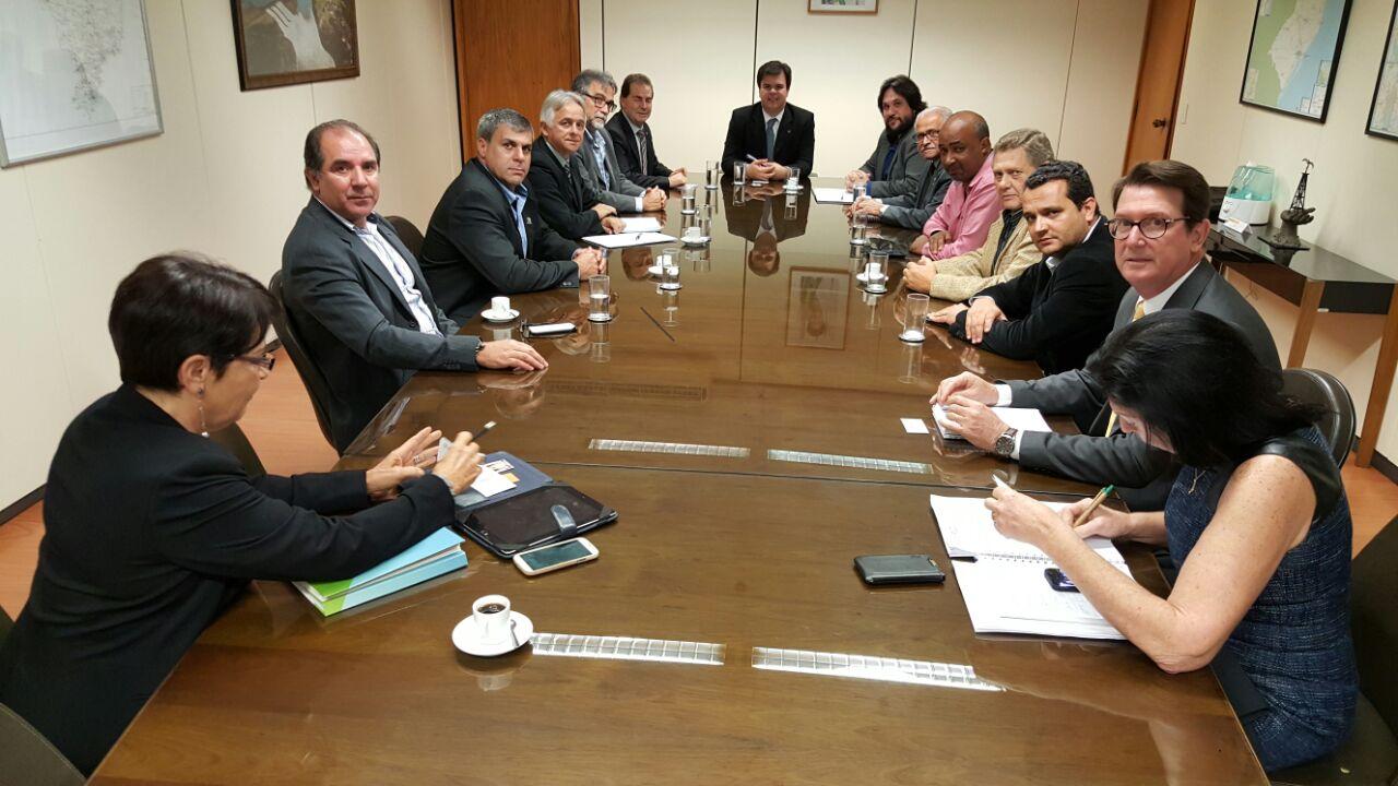 Representante dos engenheiros reúne-se com ministro de Minas e Energia
