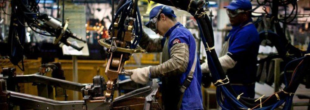 CNI diz que produção da indústria parou de cair após 21 meses