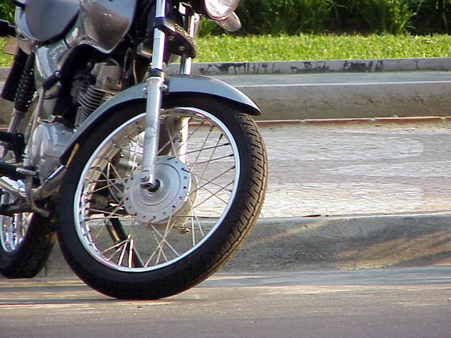 Senge-SC na campanha para reduzir os acidentes com motos