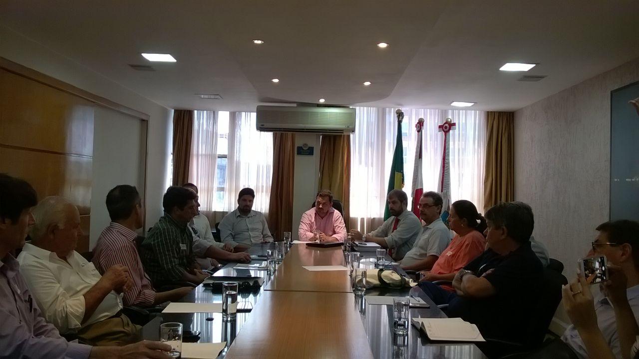 Grupo de entidades visita presidente da Câmara de Florianópolis e recebe pedido de sugestões