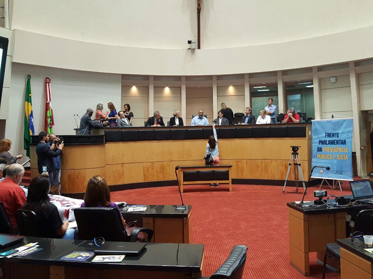 Senge participa de audiência na Alesc sobre reformas da previdência e trabalhista