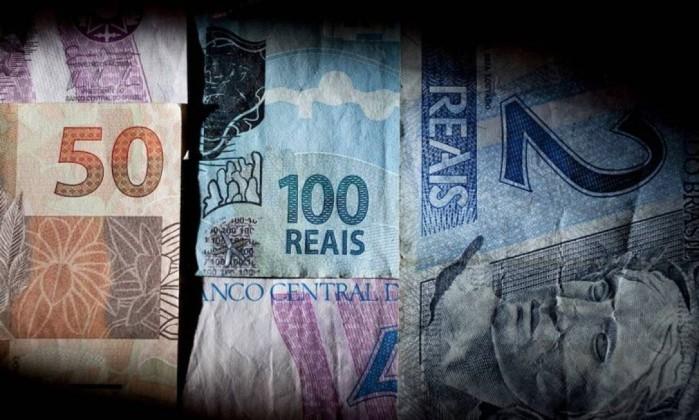 Justiça determina que servidor seja indenizado por cobrança indevida de banco