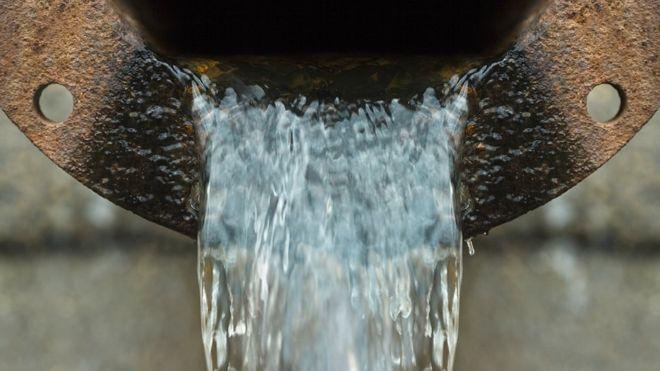 Enquanto Rio privatiza, por que Paris, Berlim e outras 265 cidades reestatizaram saneamento?