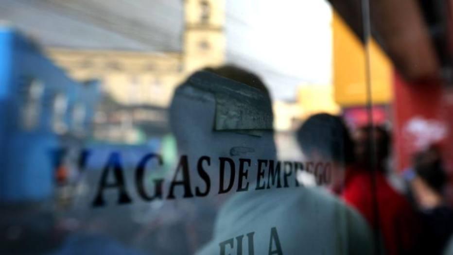Faltou trabalho para 26,8 milhões de brasileiros no 3º trimestre, aponta IBGE