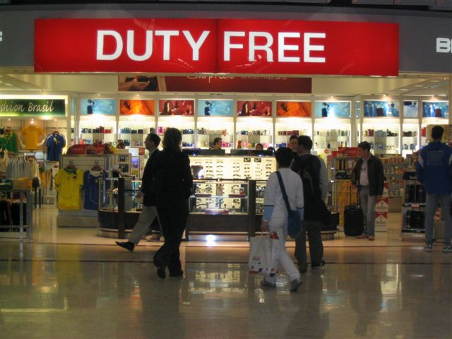 Câmara rejeita aumento de limite para compras de turistas em free shops