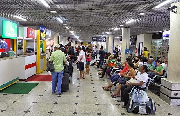 Proposta para combater preços elevados em lanches nos aeroportos aprovada por Comissão