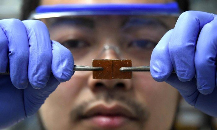 Cientista japonês acidentalmente descobre vidro que se regenera