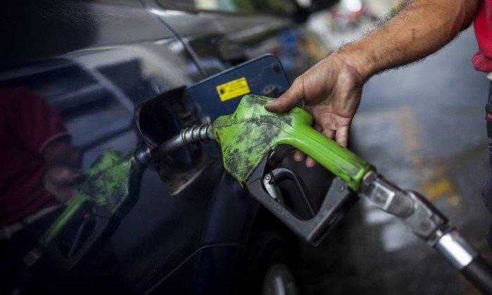 Gasolina acumula 115 ajustes de preços desde julho e sobe 25%