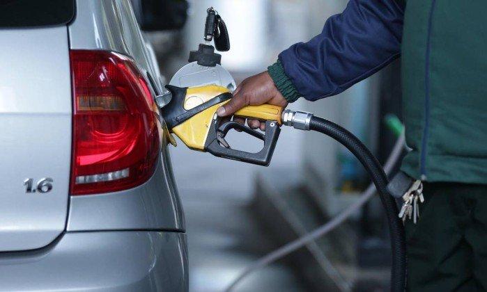 Petrobras agora anuncia redução do preço da gasolina