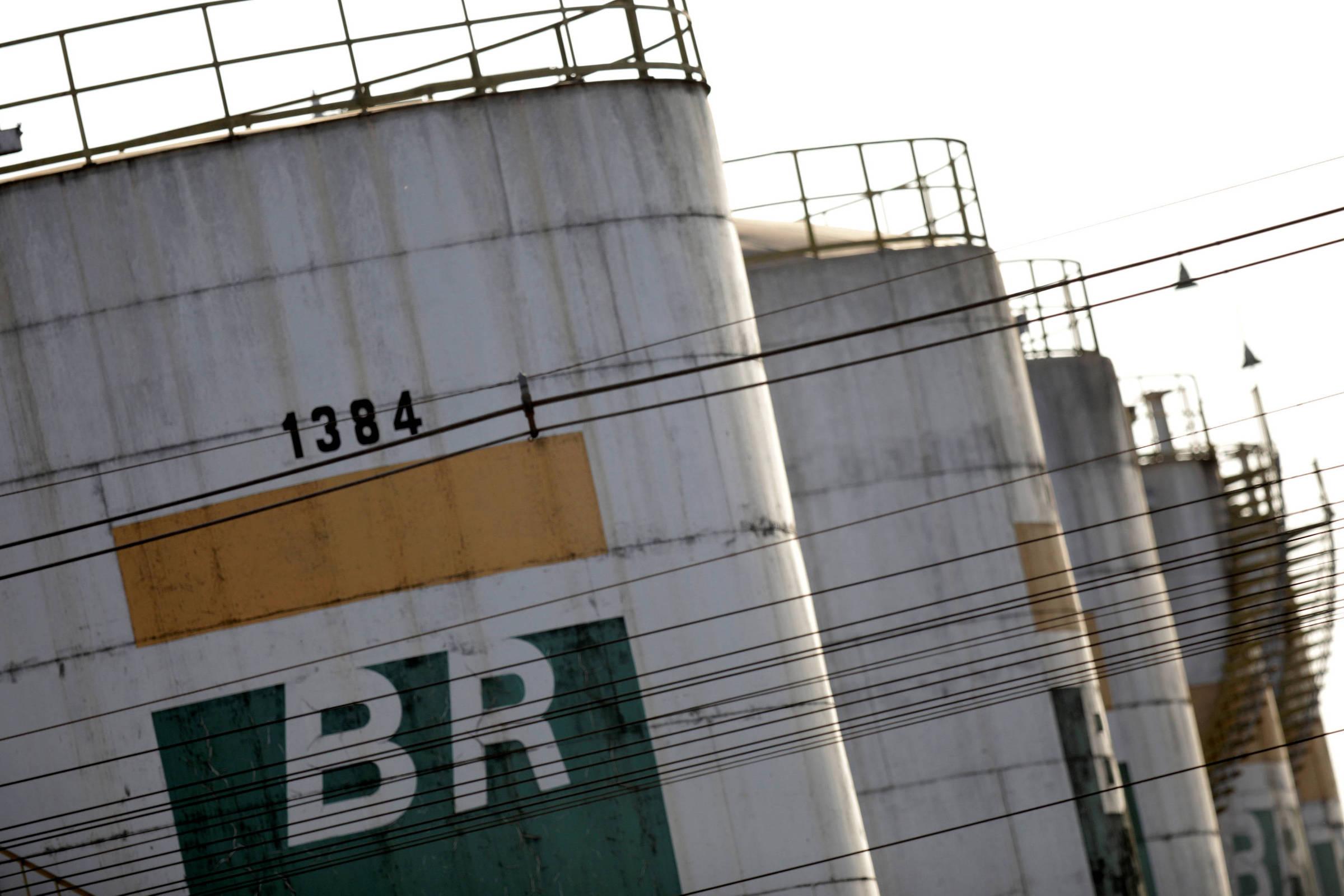 Petrobras registra lucro de quase R$ 7 bilhões e volta a pagar dividendos