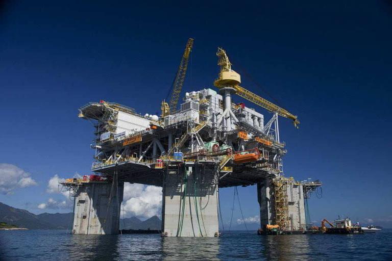 Imposto e risco ambiental travam desmonte de plataforma