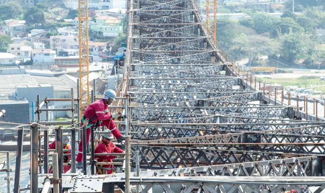 Frente de trabalho acelera obra da Ponte Hercílio Luz