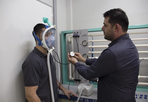 Coronavírus: engenheiros brasileiros transformam máscaras de mergulho em respiradores para tratamento de pacientes