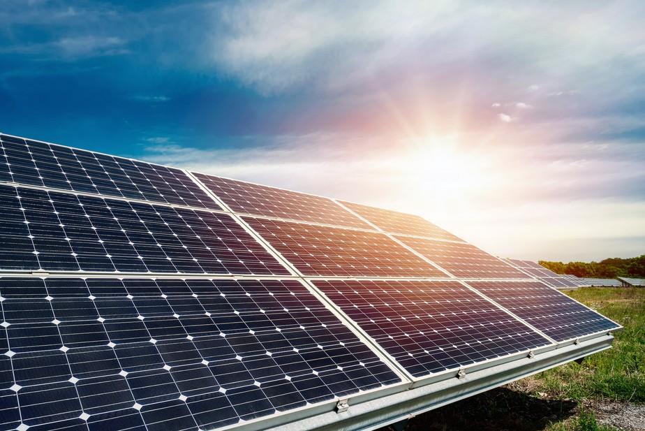 O uso de painéis solares flutuantes, as contribuições para a redução da evaporação em reservatórios de água e as perspectivas do MDL